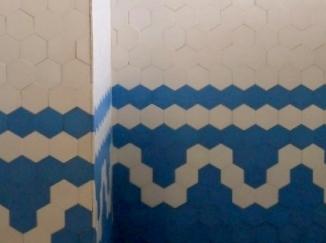 施工事例:ヴィンテージタイルを使ったバスルーム|現代ものにはない質感を楽しむ