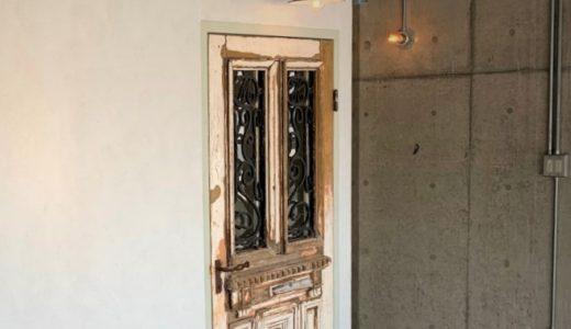 【施工事例】ヘアサロンのインテリアに玄関ドアを