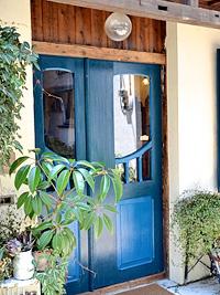 使い勝手の良い親子ドア施工事例|アンティークドアでお客様をお迎えするヒバ製品ショップ