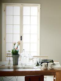 アンティーク窓施工事例|白いコロニアル窓で静謐で明るい空間を