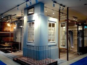 アンティーク窓施工事例|路面店の雰囲気を演出したテナント店舗デザイン