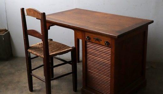 木製シャッターの小さめデスク